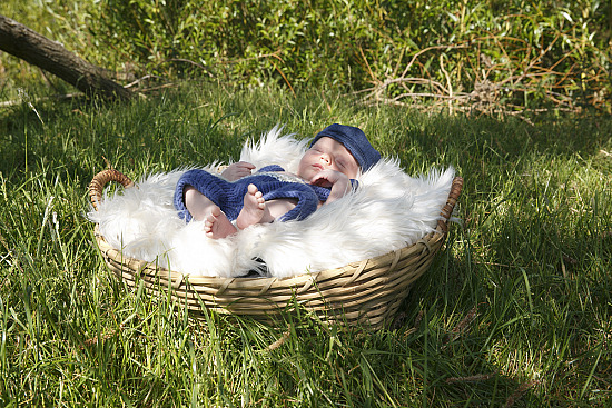 Beautiful Newborn Shoot - Outside